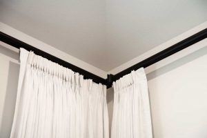 white curtains on black curtain rod